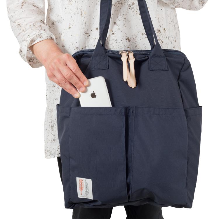 スマホに便利な外ポケットつきのマザーズバッグ