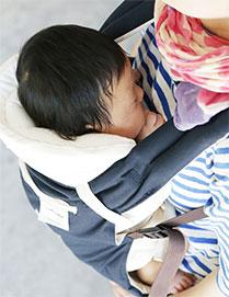 新生児から使える日本製抱っこ紐|sun&beach新生児インサート特徴:赤ちゃんも快適なC字カーブ・M字開脚が簡単に