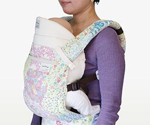 新生児から使える日本製抱っこ紐|sun&beach新生児インサート特徴:赤ちゃんも快適なC字カーブ・M字開脚が簡単に2